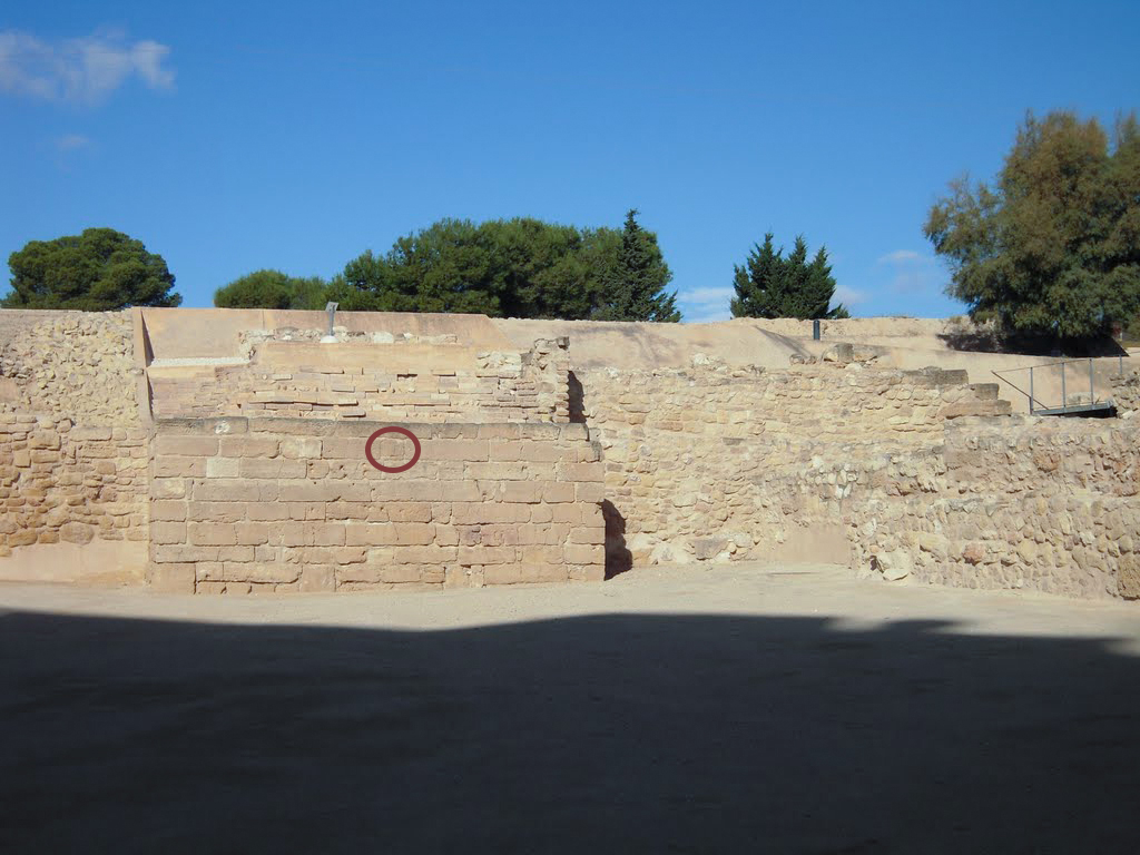 muralla lucentum bucraneo